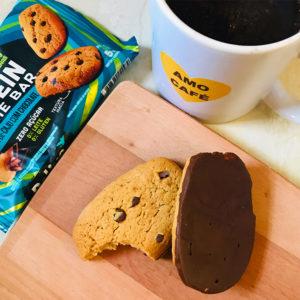 Cookies proteicos da Belive, com café
