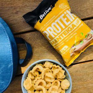 snack proteico manteiga com ervas no bowl