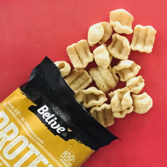 snack proteico manteiga com ervas espalhado