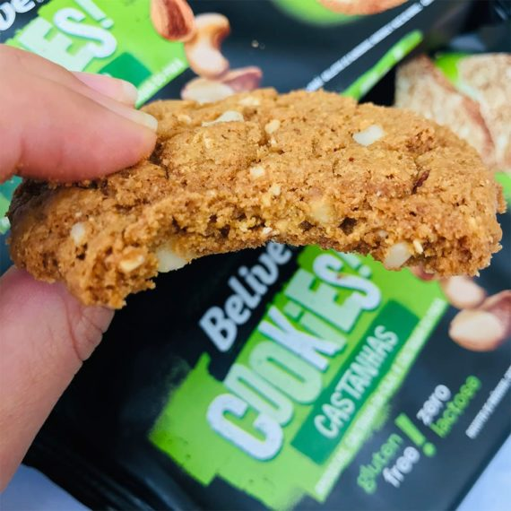 Cookie Sem Glúten Castanhas Belive mordido