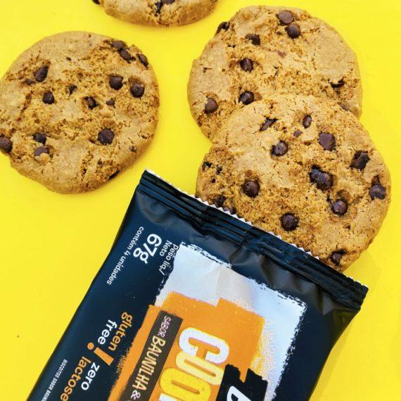 quatro unidades de cookie sem açúcar baunilha e gotas de chocolate belive