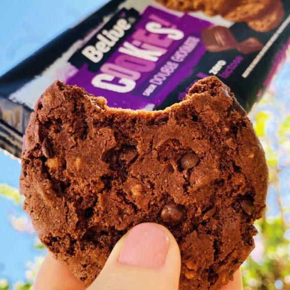 cookie sem açúcar sem glúten chocolate com gotas e crispies de quinoa belive